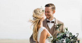 Wyjątkowe dodatki ślubne – poradnik dla pana młodego