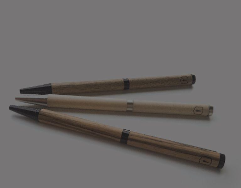 Ołówki i pióra